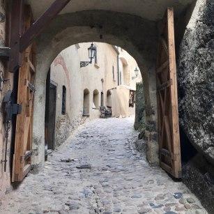 Entrance to Loket